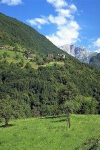 Atlante dell'architettura rurale: il paese di Montagne